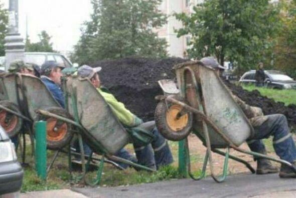 Hay que descansar en el trabajo de la construcción!  Foto Crédito: Twitter