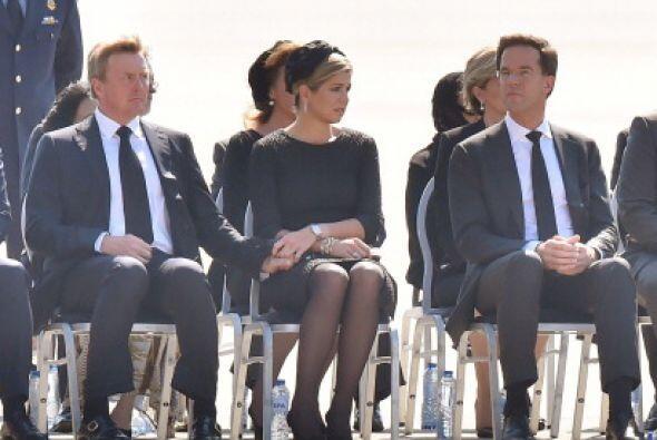El Rey  Willem -Alexander, izquierda, la  Reina Máxima y el primer minis...