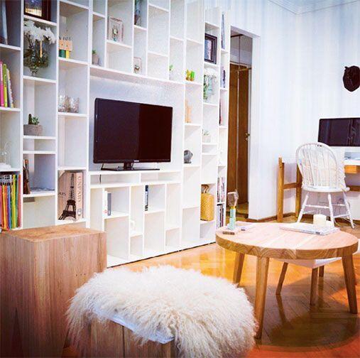 """Una biblioteca moderna. """"Lo ideal es tener muebles que se adapten a los..."""