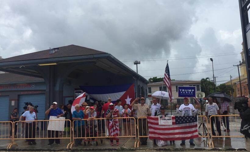 Los alrededores del teatro Manuel Artime de Miami, donde Trump anunci&oa...