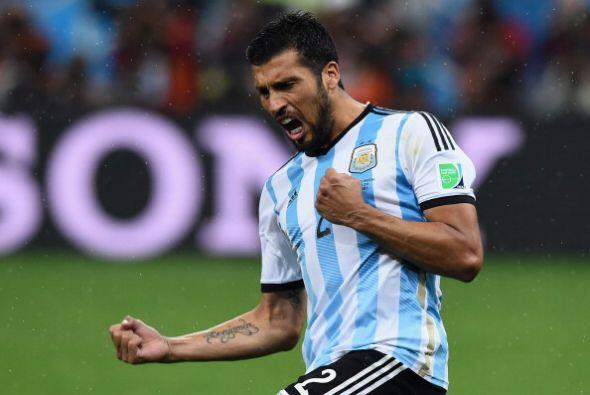 17. EZEQUIEL GARAY. Este defensa argentino pasó de los 19.4 a los 24.7 m...