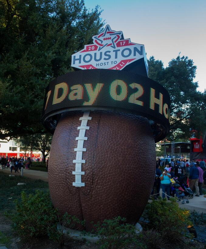 Houston respira el ambiente previo del Super Bowl GettyImages-633049368.jpg