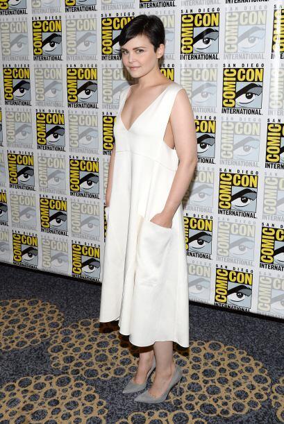 Ella está comprometida con el actor, Josh Dallas, quienes se comprometie...