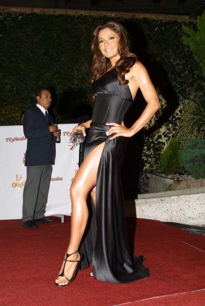 El corte sencillamente impecable de este vestido de Aleida Núnez la conv...