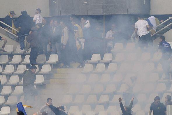 Más violencia en el fútbol argentino, esta vez fue entre Vélez (de local...