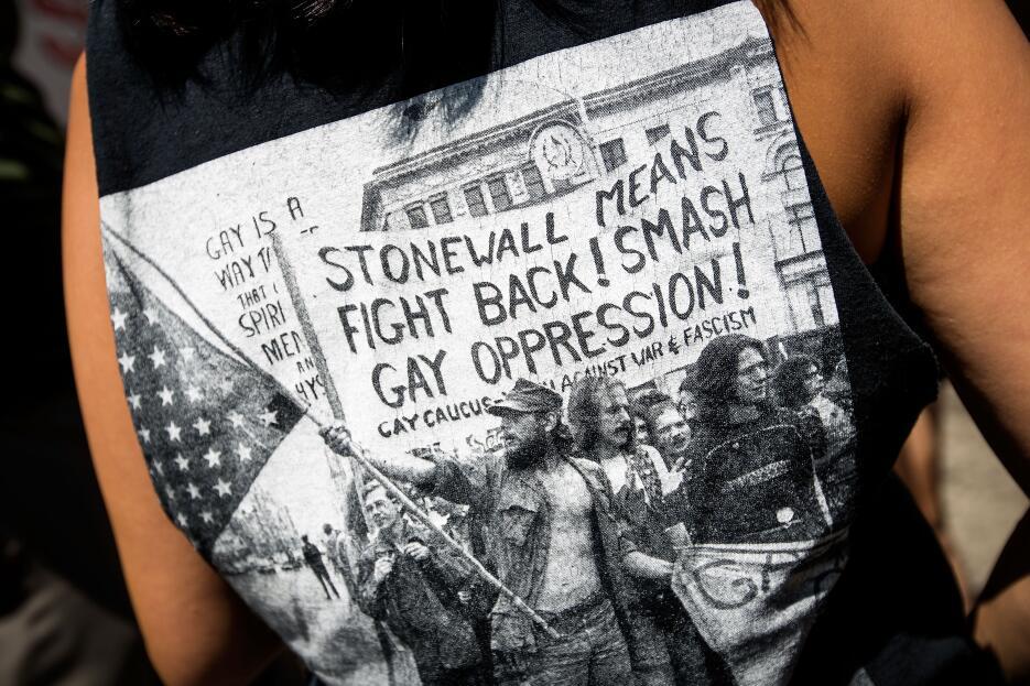 Como esta camisa, hay muchísimas que plasman la importancia de Stonewall.