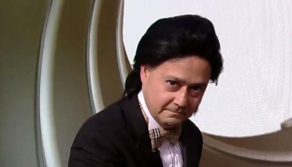 Mario Lovo como El agente Lovo 005