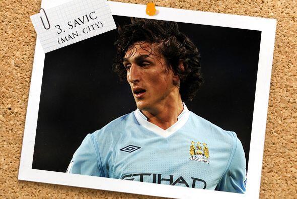 Sigue el defensa montenegrino Stefan Savic.