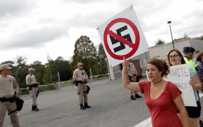 Una manifestación en Gainesville, Florida, contra el discurso del...