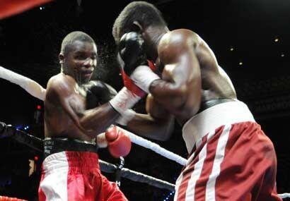 El ghanés pareció dominar, pero los jueces le dieron un protestado triun...
