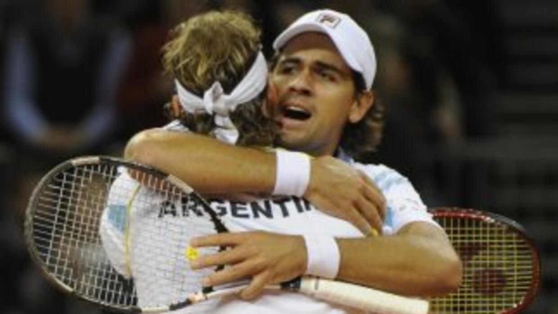 Argentina sigue con vida tras la victoria de Nalbandian y Schawnk.