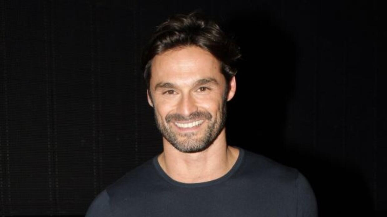 El actor español trabaja en una telenovela y una obra de teatro.
