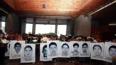 Los padres de los 43 estudiantes mexicanos desaparecidos irrumpieron en...