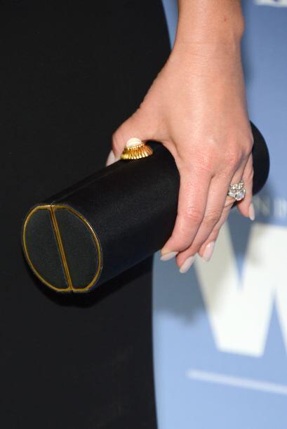 Bolso de mano entubado: No todas las 'clutch' elegantes deben de tener l...