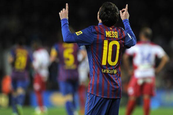Como siempre en sus festejos, Messi agradeció mirando al cielo.