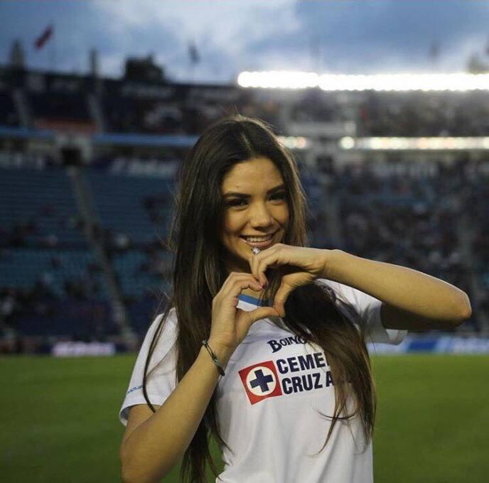 Michelle Pérez, una fanática muy sexy del Cruz Azul 16998091_10006054500...