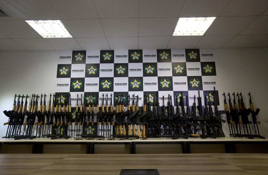 Estos fueron los 60 rifles de guerra que se intentaron traficar a Brasil...