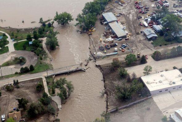 La extensa devastación cubrió varios condados. Las autoridades locales y...