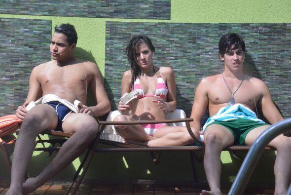 Cuando caliente el sol en Miami, los protagonistas disfrutan al aire libre.