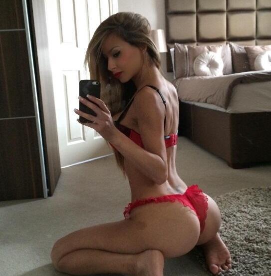 La espectacular modelo inglesa es una de las mujeres más sexys del plane...