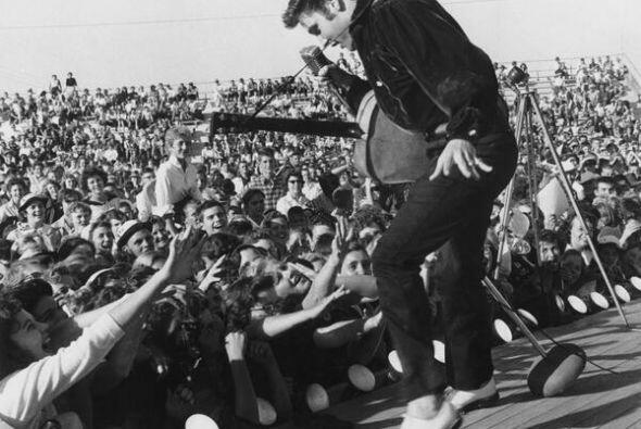 Millones recuerdan a Elvis Presley por su talento musical. Fotos de Twit...