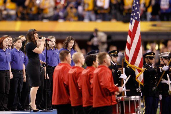 Llegó el turno de rendir honores a la bandera estadounidense.