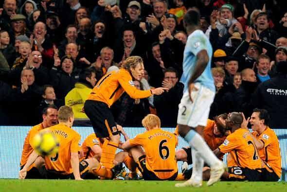 El Hull empató con gol de Bullard, quien le dio una lección a sus compañ...