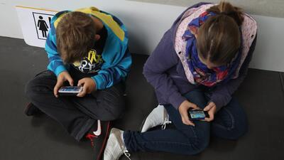 ¿Cuáles podrían ser las consecuencias para los niños que pasan tiempo excesivo frente a una pantalla?