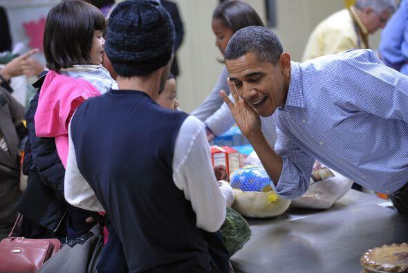Obama se tomó el tiempo de bromear con los más pequeños, quienes llegaro...