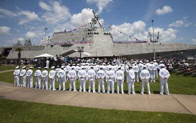 Inauguran el buque 'USS Gabrielle Giffords' en Galveston