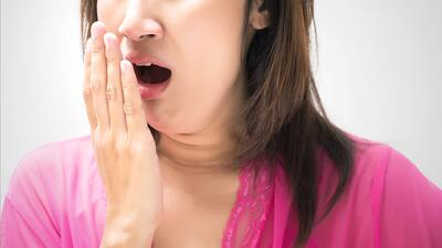 ¿Qué causa el mal aliento? Consejos para combatirlo de forma natural