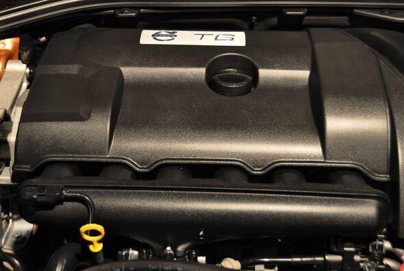 El motor es el T6 3.0 litros que ahora viene en la XC60 y ofrece 300 cab...