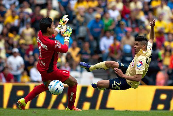 Oribe Peralta ha despertado como goleador en el nido y quiere seguir sum...
