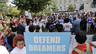 Dreamers frente al Capitolio exigiendo la aprobación del Dream Act.