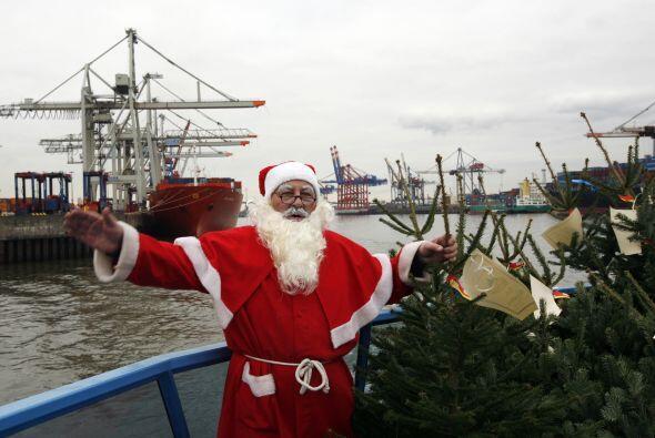 Cada año a sus playas de ensueño llega el Christmas Tree Ship o Buque Na...