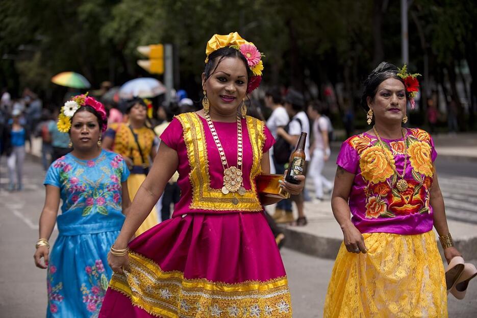 Su origen en México se remonta al año 1978, cuando un contingente de muj...