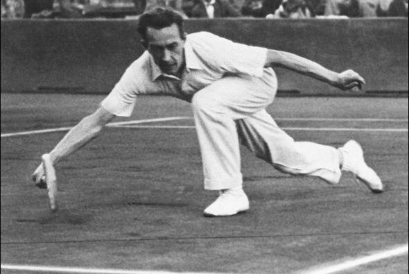 Con 5 títulos, está la leyenda del tenis francés, Henri Cochet. Ganó 8 t...