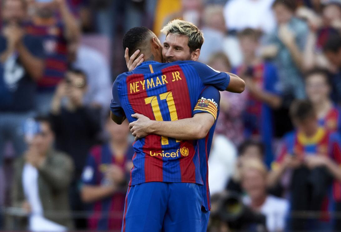 El regreso de Messi y nuevo 'look' de Neymar en la goleada de Barcelona...