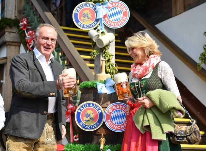 Bayern Múnich pasa el trago amargo de la Bundesliga con la fiesta del Ok...