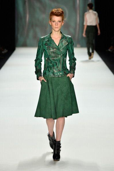 Te sugerimos usarla con prendas en tonos neutros para 'outfits' formales...