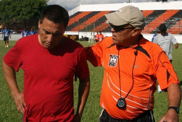 Eraldo Correia (derecha) está de regreso en el Aguila para mejora...