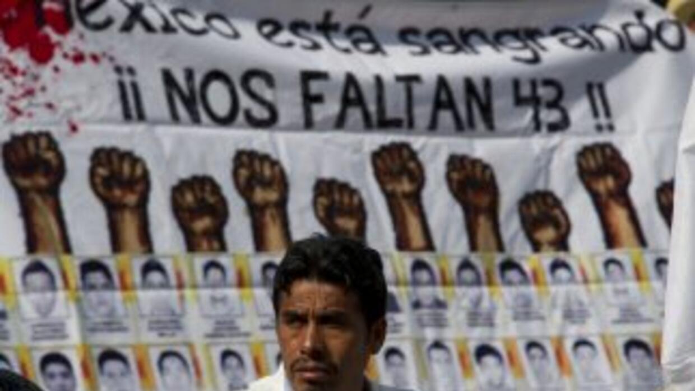 Familiares de los estudiantes desaparecidos exigieron al senado la cance...
