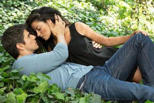 """""""Pablo"""" conoció a """"Esmeralda"""" desde que eran pequeños y se enamoró de ella."""
