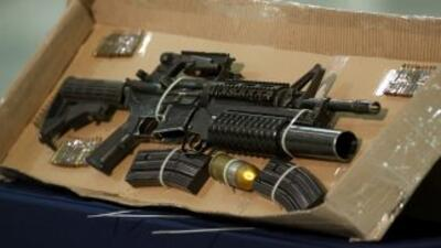 Encuentran armas de alto calibre y municiones enterradas en Tlatlaya. (I...