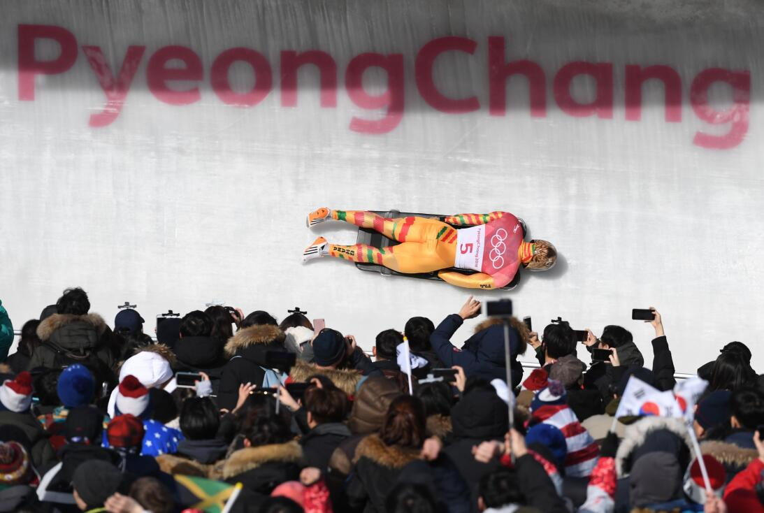 Una fotografía para la historia en Pyeongchang. El ghanés Akwasi Frimpon...