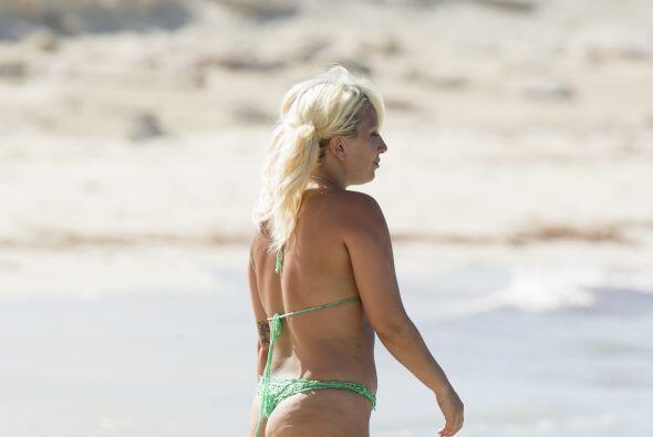 Gaga decició ponerse el bikini, pero no contó con que el paparazzi estab...