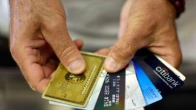 El cargo promedio de las tarjetas de crédito MasterCard es de 1.8%, para...
