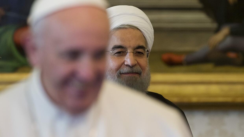 El papa Francisco y Hassan Rouhani.