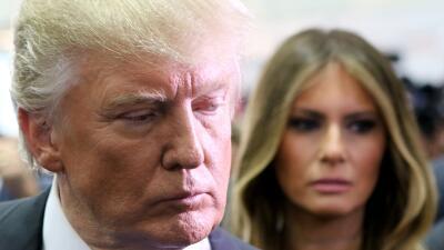 """Melania Trump defiende a su esposo diciendo que tiene """"dos niños en casa..."""