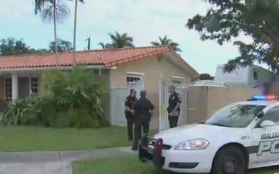 Investigan la muerte de un hombre en una vivienda en Hialeah donde fue h...